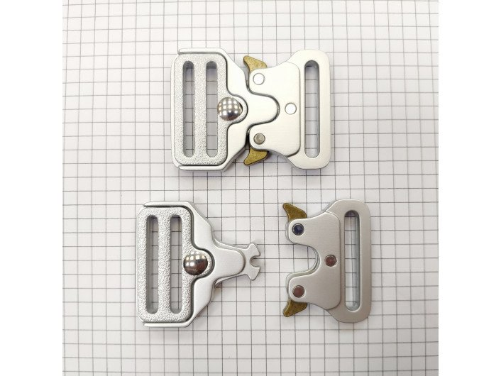 Пряжка Кобра 32 мм. матовое серебро
